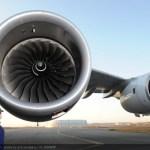 IMAGENS:  Novo motor Trent XWB do Airbus A350 XWB instalado num A380