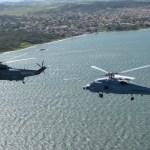 IMAGEM: Sea King e Seahawk do HS-1 da Marinha voam juntos