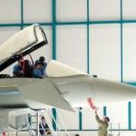 Equipe da BAE Systems e da RAF finaliza primeira importante manutenção num caça Typhoon