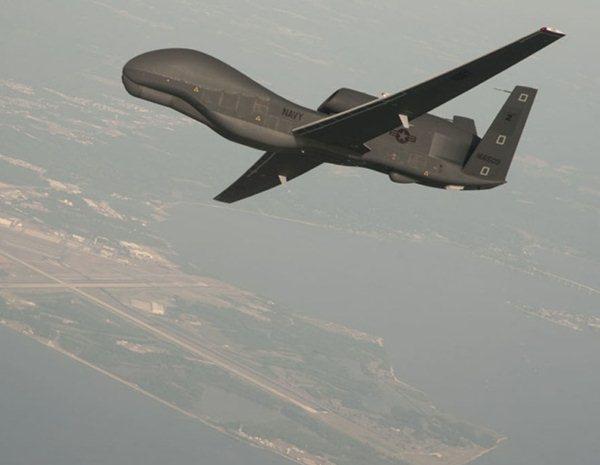 Uma aeronave não tripulada RQ-4 Global Hawk.