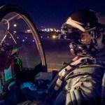 Pilotos de caças Typhoon da RAF iniciam testes com óculos de visão noturna
