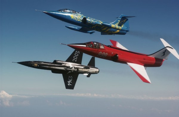 Um bela imagem de três caças F-104 da Força Aérea Italiana. (Foto: Katsuhiko Tokunaga)