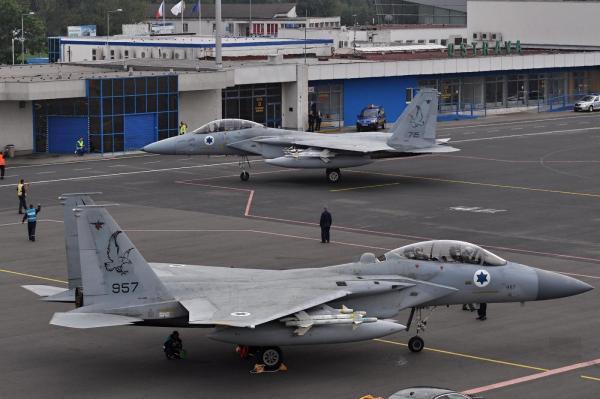 O F-15D visto anos depois num aeroporto. (Foto: planes.cz)
