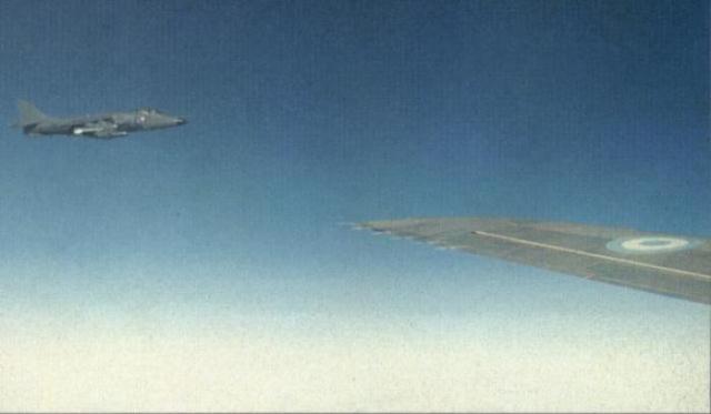 """""""Sem o Sea Harrier, não poderia ter havido a Força-Tarefa."""" Com essas palavras inequívocas, o Almirante Sir Henry Leach registrou um tributo da Marinha ao papel do jato à vitória britânica na Guerra das Falklands/Malvinas.(Imagem: Coleção particular)"""