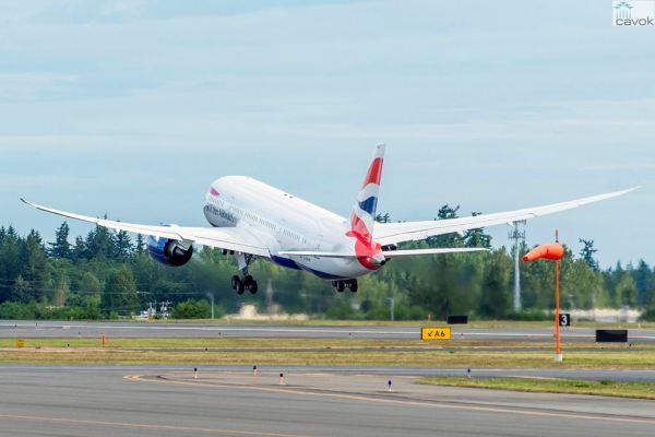 O primeiro Boeing 787 Dreamliner no momento que partiu de Paine Field para Heathrow, no dia 26 de junho. (Foto: Boeing)