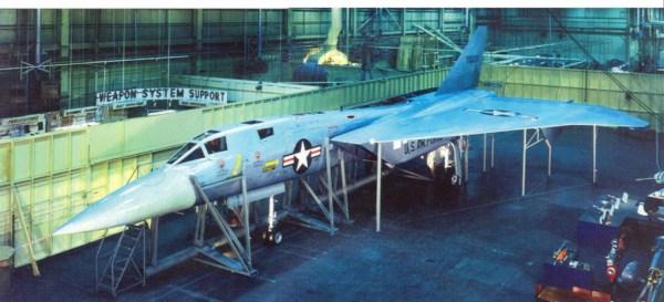 Rara foto em cores do mock up do XF-108. (imagem: Coleção particular)