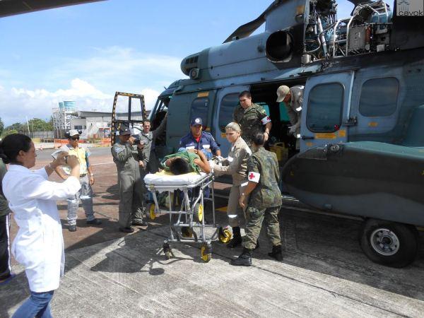 O índio ferido foi transportado por um helicóptero H-36 Caracal do Esquadrão Falcão da FAB. (Foto: Esquadrão Falcão)