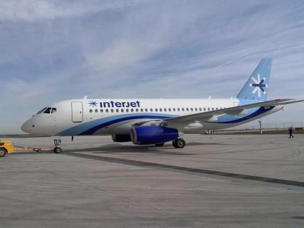 A aeronave SSJ100 foi entregue para Interjet no Paris Air Show.