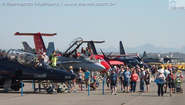 A área de exposição estática do Abbotsford tinha bem menos aeronaves que o usual. (Foto: Bernardo Malfitano / Cavok)