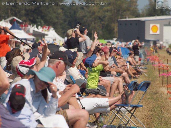 Mesmo assim, o público marcou presença no mais tradicional show aéreo canadense.  (Foto: Bernardo Malfitano / Cavok)