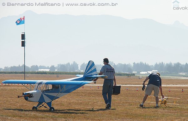 O grande aeromodelo Piper Cub.  (Foto: Bernardo Malfitano / Cavok)