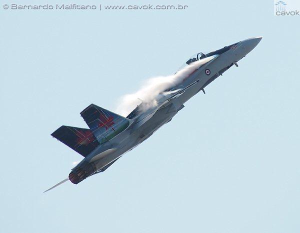 Sem dúvida, a atração mais barulhenta e que empolgou o público presente foi a do CF-18 Hornet Team da Força Aérea Canadense. (Foto: Bernardo Malfitano / Cavok)