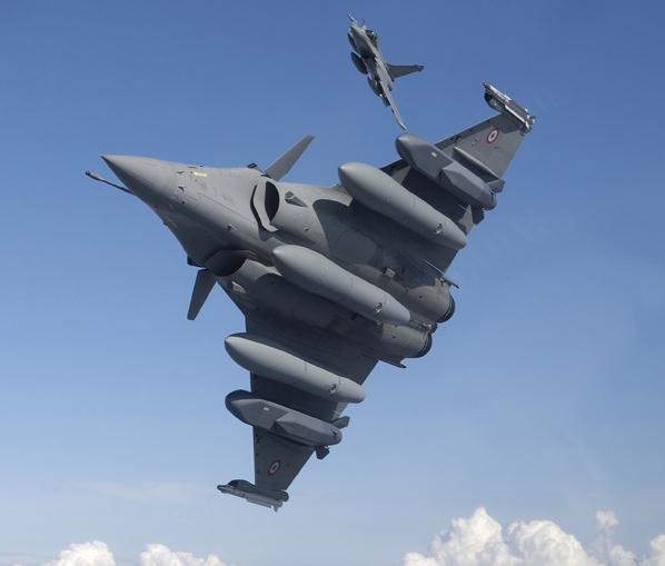 Concepção artística do Rafale com o cocar da IAF em alusão a vitória no MMRCA.