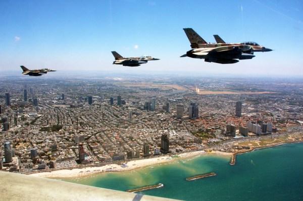 F-16_Israel_Defense_Forces_-_IAF_Flight_for_Israel's_63rd_Independence_Day