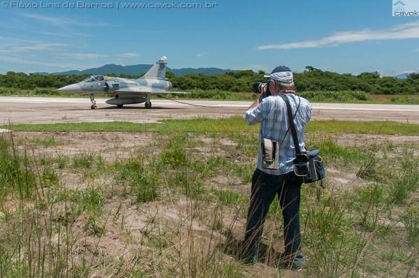A chegada da aeronave Mirage F-2000C do 1° GDA no Musal, no dia 31 de dezembro de 2013. (Fotos: Mauro Lins de Barros e Flávio Lins de Barros / Cavok)