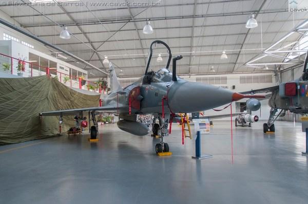 Vários ângulos do caça Dassault Mirage 2000C que agora está exposto no MUSAL. (Fotos: Mauro Lins de Barros e Flávio Lins de Barros / Cavok)