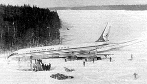 Abril de 1978 – KAL 902 sobre o gelo, no Lago Korpijärvi.