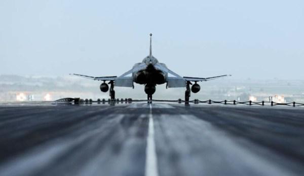 F-4 Phantom turco operando na base aérea de Incirlik que foi negada o uso aos EUA e seus aliados.