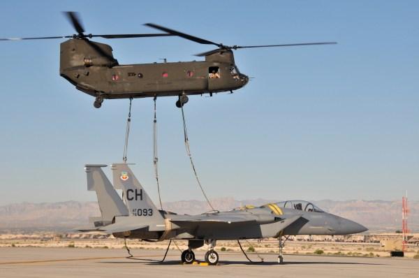 O Chinook daria ao Exército uma capacidade singular no transporte de cargas.