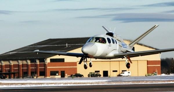 O segundo Cirrus Vision SF50 de testes de voo de certificação decola de Duluth, no dia 25 de novembro. (Foto: Cirrus Aircraft)