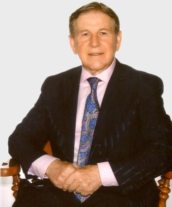 Anton Kikas, o rico empresário croata, radicado no Canadá e que financiou o voo com contrabando de armas do 5X-UCM para a Iugoslávia conflagrada.