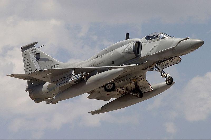 Argentina_Air_Force_McDonnell_Douglas_A-4AR_Fightinghawk_Lofting-2