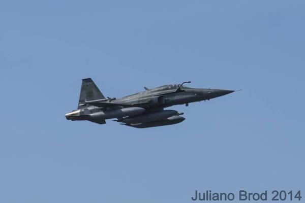 F-5_FAB_tanques