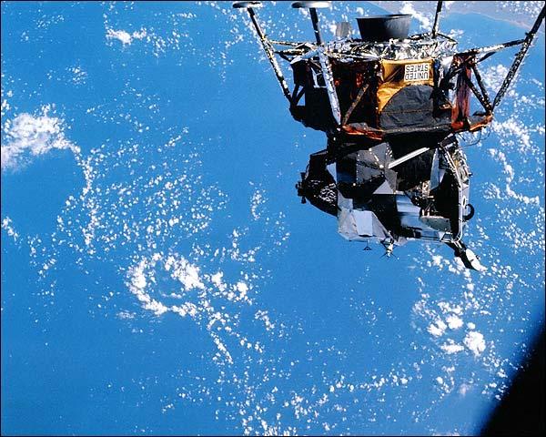 LM da Apollo 9 durante testes na órbita baixa da Terra (Imagem: rmparchive.com)