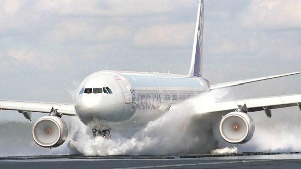 airbus_A340-600_wet_landing_test_aircraft-wallpaper