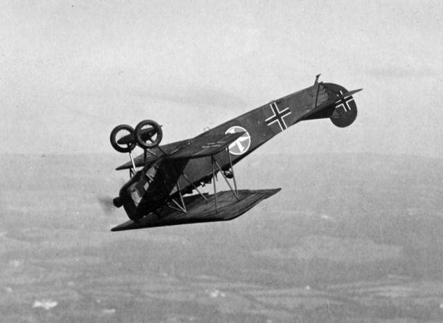 fokker_d-vii_fighter_flying_a_looping_c1919