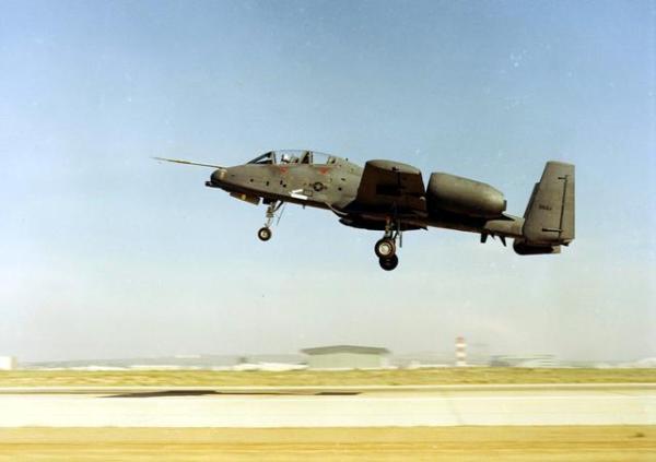 YA-10B decolando