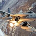 Piloto e oficial de guerra eletrônica de EA-18G envolvidos em acidente permanecem hospitalizados