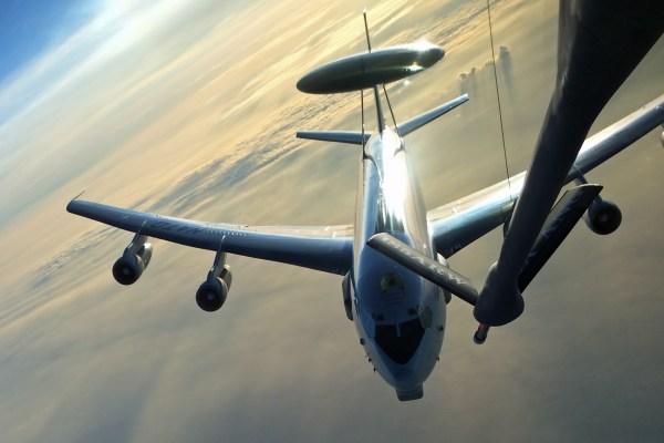 E-3_AWACS_Boeing_sun