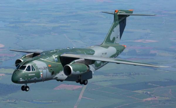 Aeronave de transporte militar KC-390, por ocasião do seu primeiro voo, realizado no dia 03.02.2015, na cidade de Gavião Peixoto, SP (Foto -  Embraer)