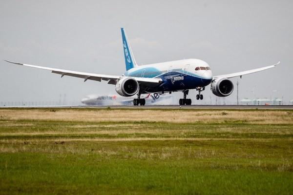Chegada do primeiro 787 Dreamliner fabricado (ZA001) ao aeroporto em Nagoya, no Japão. (Foto: Boeing)