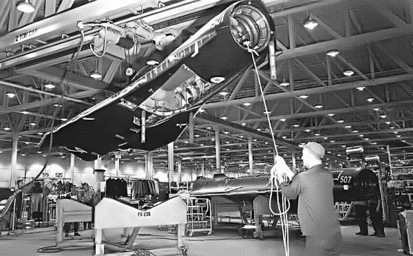Após o acidente ocorrido no dia 30 de junho de 1966, todos os drones foram convertidos para o padrão D-21B - Lockheed Martin