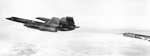 Conjunto M-21 Artigo 134 (60-6940) + D-21, comandado pelo piloto de testes da Lockheed, Bill Park, durante a realização do voo inaugural, em 22.12.1964 - Lockheed Martin (3)