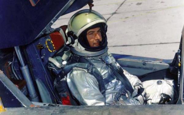 Dennis B. Sullivan foi o único piloto de A-12 a ser atacado por SAM em duas missões distintas da Operação BLACK SHIELD (BX6732 e BX6734) - CIA