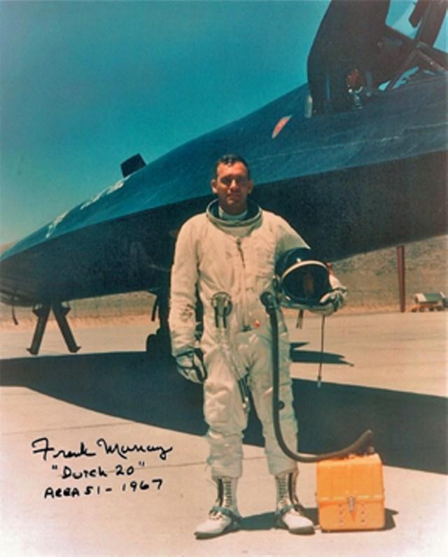 Frank Murray, ainda na Área 51, ao lado de um A-12 - CIA