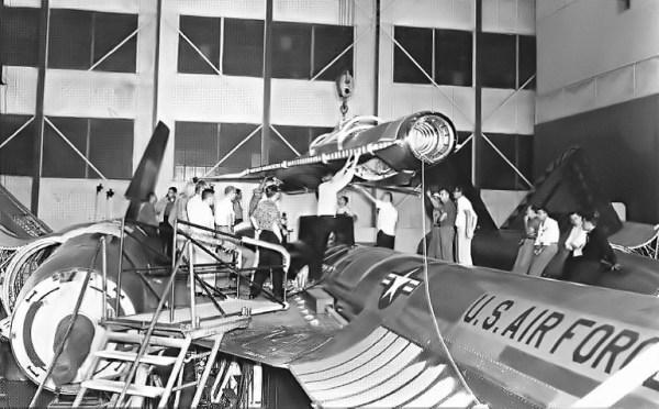 """O primeiro """"teste de encaixe"""" do conjunto M-21 - D-21 ocorreu em 19 de junho de 1964 – Lockheed Martin (2)"""