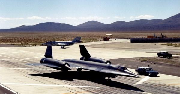 Um exemplar do A-12 momentos antes da decolagem, na Área 51 - Lockheed Martin