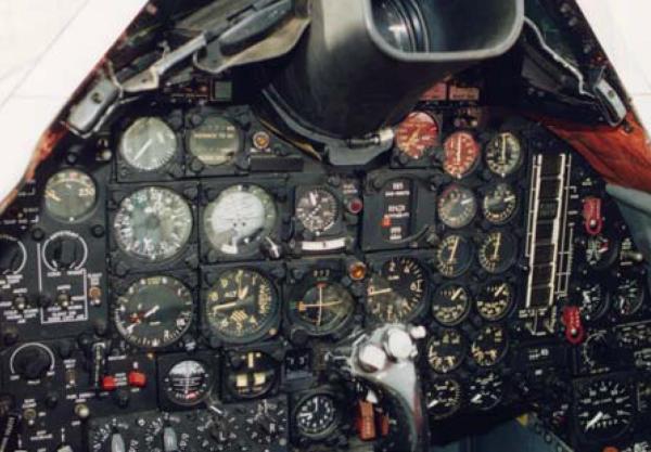 Visão interna do cockpit do A-12 - Roadrunners Internationale
