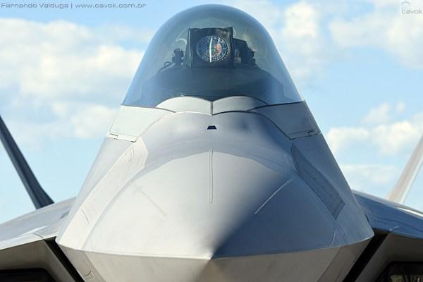 Detalhe frontal do F-22 Raptor. (Foto: Fernando Valduga / Cavok Brasil)