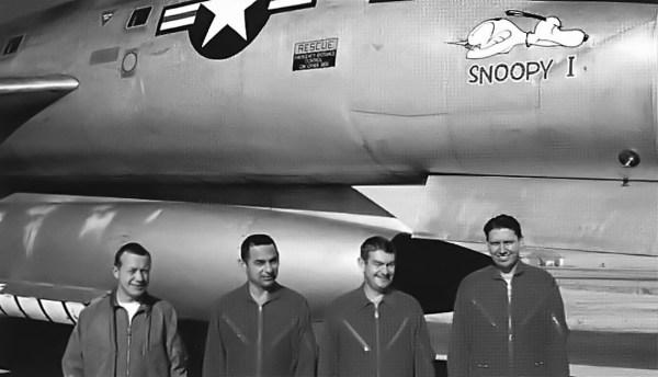 Engenheiros da Hughes Aircraft envolvidos no programa de testes a bordo do Snoopy I - Jim Eastham Collection