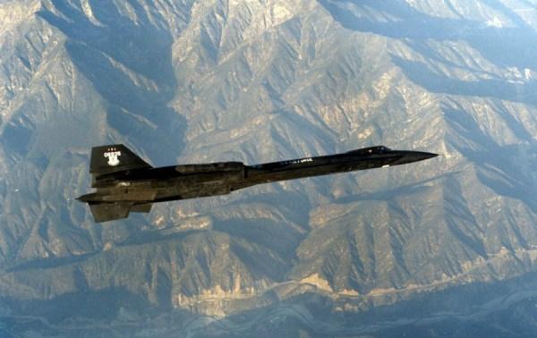 Segundo protótipo do Lockheed AF-12 (YF-12A), Artigo 1002 (60-6935), durante a realização de um voo de testes / James C. Goodall Collection