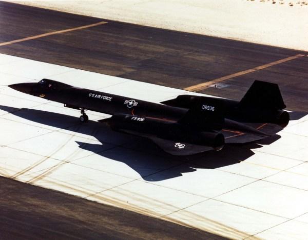 Terceiro protótipo do Lockheed AF-12 (YF-12A), Artigo 1003 (60-6936), momentos antes de iniciar de um voo de testes / Lockheed Martin