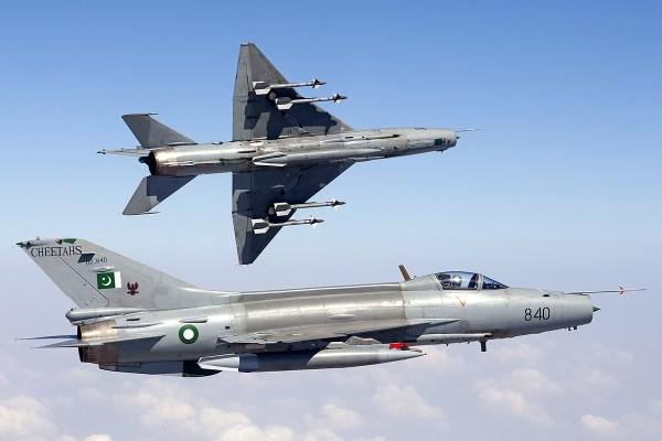 Pakistan_Air_Force_Chengdu_F-7PG_inflight