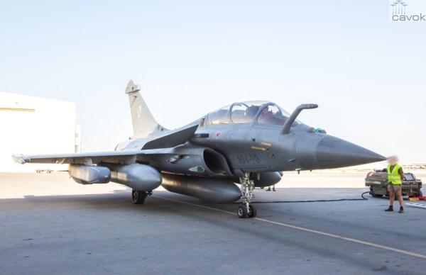 Caças Rafale da Força Aérea da França partiram para a missão no Iraque, armados com os mísseis de cruzeiro SCALP EG. (Foto: Ministério de Defesa da França)