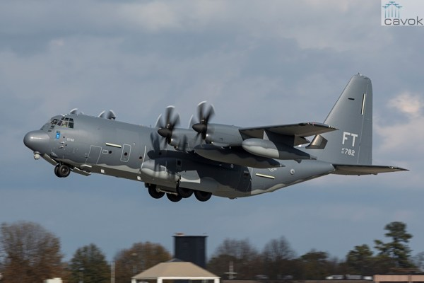 O C-130 Hercules de número 2.500 decola de Marietta, Georgia, rumo a Base Aérea de Moody. (Foto: Damien Guarnieri / Lockheed Martin)