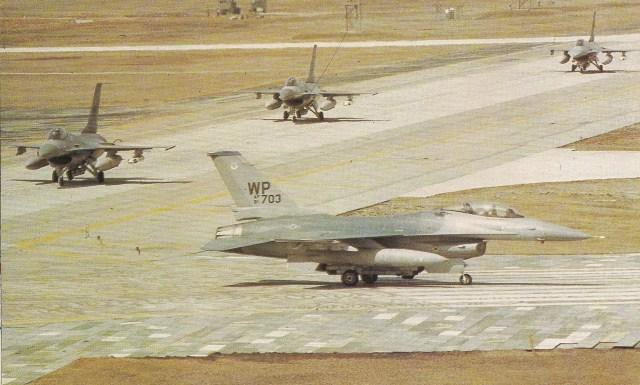 A base de Kunsan, sede da 8.ª Ala de Caça Tática da Força Aérea dos EUA, equipada com aviões F-16ª/B. Eles também podiam realizar ataques ao solo.
